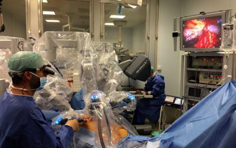 Reconstruction du sein sans implant par robot : une première réalisée par l'Institut Français du Sein